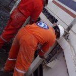 Personal de Scale calibrando una báscula industrial