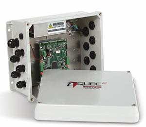 Fotografía de un equipo IQUBE2 en mantenimiento, usado para monitoreo y diagnóstico de celdas de carga en básculas camioneras