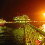 Plataforma marítima con válvulas para sistemas contra incendios