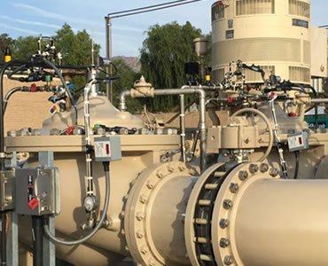 Foto de un sistema de control de agua válvulas de alivio de presión y otras válvulas hidráulicas